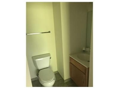 2 Bed 1.5 Bath Foreclosure Property in Northampton, PA 18067 - Hokendaugua Ave 306