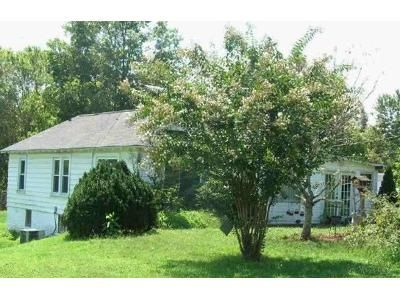 2 Bed 1 Bath Foreclosure Property in Lenoir, NC 28645 - Hartland Rd