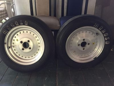 Set of two matching tires