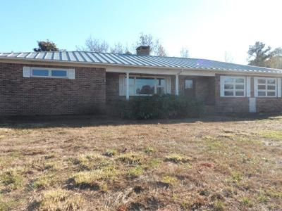 3 Bed 2 Bath Foreclosure Property in Pickens, SC 29671 - Mile Creek Rd