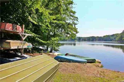 211 Lake Drive Putnam Valley, Exceptional LAKEFRONT home