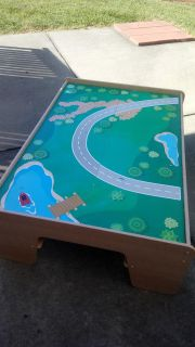 Train table with reversable top