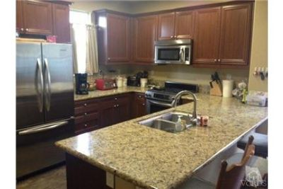 Beautiful End Unit Town-home in Great Location