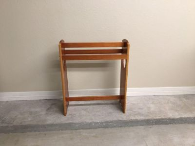 Solid wood quilt rack