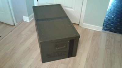 Military shipping chest
