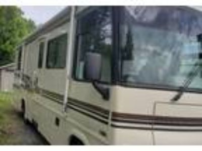 2003 Winnebago Brave Class A in Beech Creek, PA