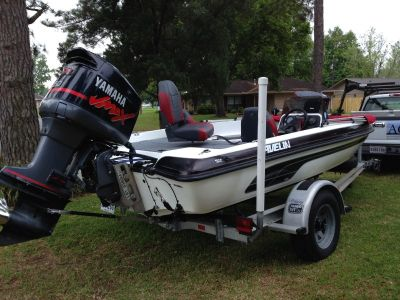 Javelin bass boat with Yamaha VMAX 150
