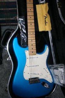 $1,050 Fender Stratocaster American + Corona California