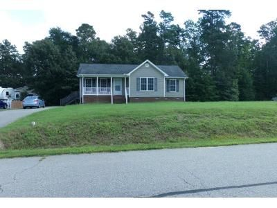 3 Bed 2 Bath Preforeclosure Property in Petersburg, VA 23803 - Kenneth Dr