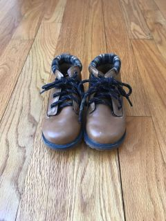 Toddler boys boots size 8