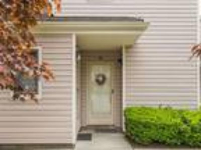 Real Estate For Sale - One BR, One BA Townhouse-inter