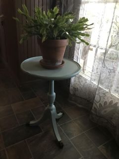 Cute antique table, it s on the dainty side. I bought it painted and distressed as it is.