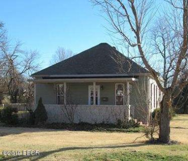 601 E Olive Street Du Quoin, Nice bungalow Three BR home