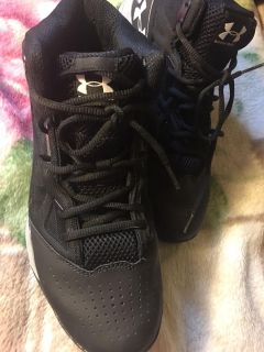 Men s size 10 under armour sneakers