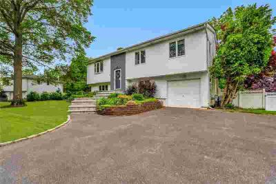 6 Peacock Ln Commack Four BR, Magnificent expanded High Ranch