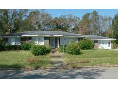 4 Bed 3 Bath Foreclosure Property in Wilmington, NC 28401 - S 8th St