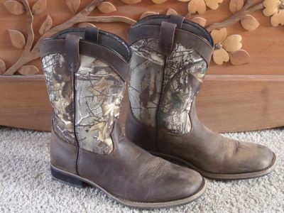 Youth Size 5 Austin Camo Boots