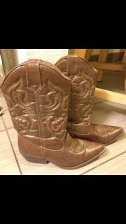 Western boots size 9