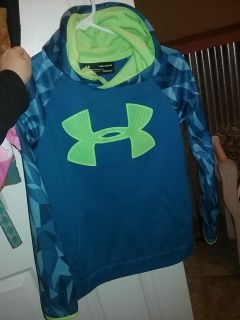 In great condition youth medium Boys Under Armour Dri-Fit sweater with hood No rips or tears comes from smoke-free home