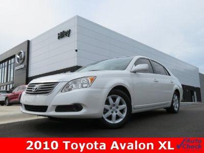 2010 Toyota Avalon XLS (White)