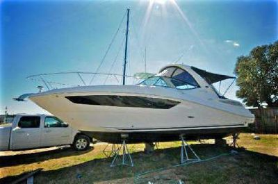 Like new 2014 Sea Ray Sundancer 330 with warranty and 2015+ styling
