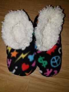 Snoozies slippers size 11/12