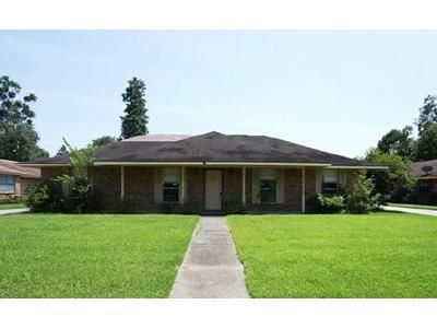 3 Bed 2 Bath Foreclosure Property in Gonzales, LA 70737 - E Greenbriar St