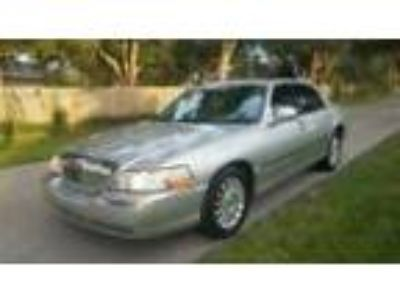 2004 Lincoln Town Car Signature 2004 Lincoln Town Car Signature