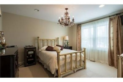 6 bedrooms Apartment - Stunning upgraded home withall amenities. 3+ Car Garage!