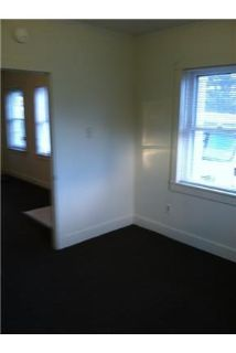 2 Bedroom 1st Floor private entrance, Large eat-in kitchen.