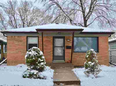 2518 S 61st West Allis, Step into this meticulously