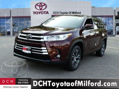 2018 Toyota Highlander LE Plus (Ooh La La Rouge Mica)