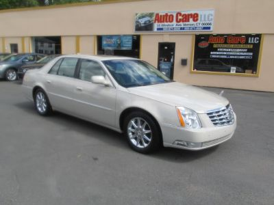 2010 Cadillac DTS Luxury Collection (TAN)