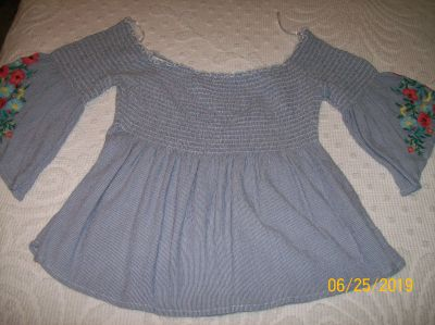 """""""Hollister"""" Peasant top Size """"M"""""""
