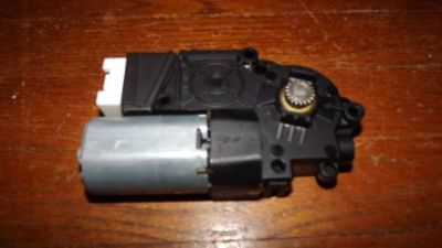 Purchase 13 14 Mercedes C300 C350 C63 GLK350 GLK250 SUN ROOF glass motor OEM 2049005310 motorcycle in Strongsville, Ohio, United States, for US $199.00