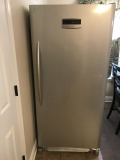 Frigidaire Upright Freezer 20.5cu ft Frost Free-Auto Defrost (Excellent Condition) DON'T MISS A ...