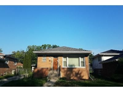 1 Bath Preforeclosure Property in Dolton, IL 60419 - Dobson Ave