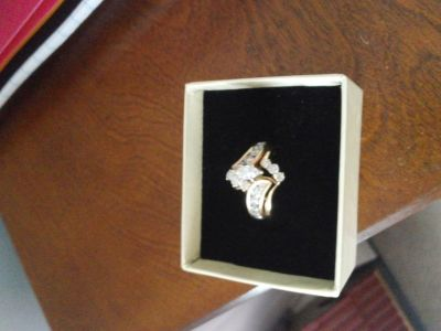 3 carat ring from Zales gave 3000. asking 1800.