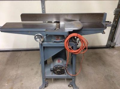 Rockwell 37-220 Deluxe Jointer on mobile base.