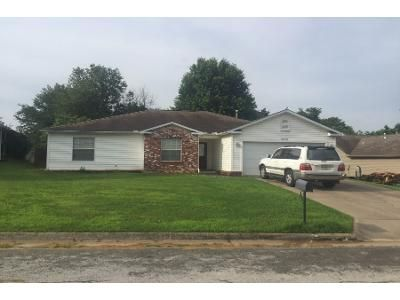 3 Bed 2 Bath Preforeclosure Property in Fayetteville, AR 72703 - W Arthur Hart St
