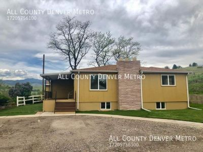 A Charming home with a country feel with mountain views! 2 bedroom/ 2 bath/ 2 flex-rooms