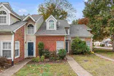 302 Yorkshire Cir Nashville Two BR, Cozy townhome in Villages
