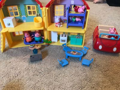 Peppa pig house and car set