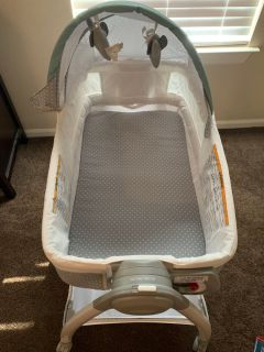Bassinet/ changing table