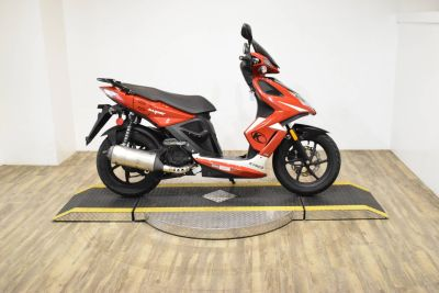 2012 Kymco Super 8 50 2T 250 - 500cc Scooters Wauconda, IL