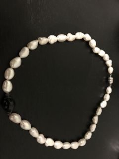 Lovely fresh water pearl necklace - new condition