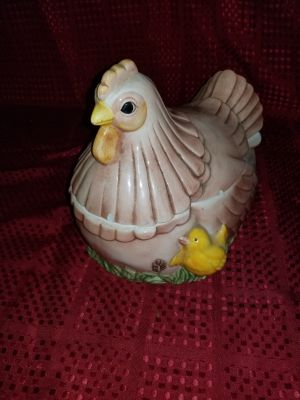 Cool Vintage musical Chicken cookie Jar, I deliver to Sarnia,Brights Grove and Petrolia on Tuesdays