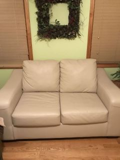 Almost new loveseat. Remodeling... doesn t work in my space. Paid 630.00 asking 350.00.