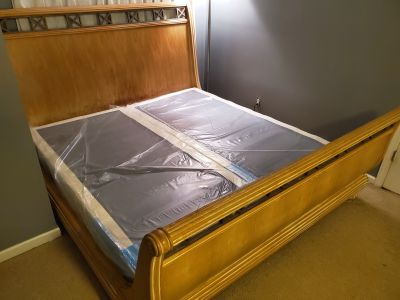 King / Cal King Hand Carved bed with NEW box springs