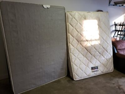 Simmons Beautyrest Queen Mattress And Box Spring!
